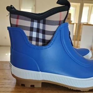 Burberry blue Rain boot 30